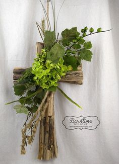 Quality Home Decor Unique Finds Attention to Details Rustic driftwood cross with hydrangea & greenery. This unique cross is a perfect gift or addition to you home Arrangements Funéraires, Funeral Flower Arrangements, Funeral Flowers, Grave Decorations, Diy Easter Decorations, Diy Osterschmuck, Funeral Sprays, Cross Wreath, Rustic Cross