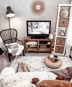 Dit is zo eenvoudig maar zo stijlvol. Boho Chic Decor This is so simple but so stylish. Boho Chic Decor Dit is zo eenvoudig maar zo stijlvol. Boho Living Room, Cozy Living Rooms, Home And Living, Living Room Decor, Bedroom Decor, Small Apartment Living, Bedding Decor, Tiny Living, Modern Living