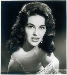 Wanda Jackson is a country singer that has performed with Jack White, dated Elvis and is still cranking music in her 70s. Description from thelostogle.com. I searched for this on bing.com/images