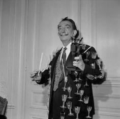 Para celebrar la llegada del 1942, el icónico Salvador Dalí ofreció una velada originalísima y extravagante con la que recaudó fondos para ayudar a los artistas afectados por la guerra en Europa