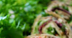 Rieskarullia. Tällä kertaa savuporon makuisena. Sisällehän voi laittaa myös kinkkua, tai vaikkapa kylmäsavulohta ja eri tuorejuustoilla s... Asparagus, Buffet, Cabbage, Vegetables, Food, Studs, Essen, Cabbages, Vegetable Recipes
