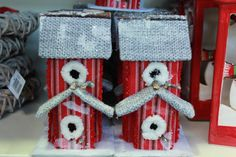 Snowy Birdhouse Decoration Great Christmas Gifts, Great Gifts, Birdhouse, Gingerbread, Deck, Gift Ideas, Make It Yourself, Decoration, Decor