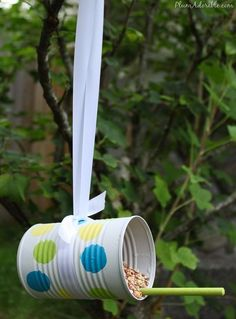 Soup can bird feeders. Cute for recycling and kids crafts! There's endless possibilities! Kids Crafts, Summer Crafts, Crafts To Do, Projects For Kids, Craft Projects, Arts And Crafts, Soup Can Crafts, Craft Ideas, Diy Bird Feeder