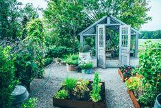 Greenhouse with glass panel doors in a gravel garden set with Corten steel raised beds. Balcony Planters, Balcony Garden, Garden Planters, Gravel Garden, Back Gardens, Small Gardens, Outdoor Gardens, Sloped Garden, Greenhouse Gardening