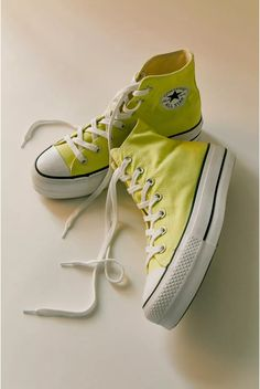 Converse Chuck Taylor All Star, Chuck Taylor Sneakers, 90s Girl, Girl Bands, W 6, Up Styles, High Top Sneakers, Chuck Taylors, Urban Outfitters