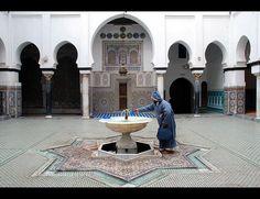 Inside Moulay Idriss II shrine. Fez, Morocco, via Flickr.