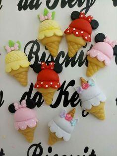 Polymer Clay Cupcake, Polymer Clay Halloween, Polymer Clay Christmas, Polymer Clay Figures, Cute Polymer Clay, Cute Clay, Polymer Clay Dolls, Polymer Clay Flowers, Polymer Clay Miniatures