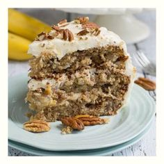 Hummingbird Cake is a classic southern cake made with bananas, pineapple, and pecans and a cream cheese frosting. It is a very dense, sweet, and moist cake. Bird Cakes, Cupcake Cakes, Cupcakes, Just Desserts, Delicious Desserts, Dessert Recipes, Yummy Food, Southern Caramel Cake, Hummingbird Cake Recipes