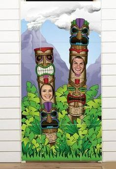 » TIKI Totem Pole photo booth prop; this is SO FUNNY