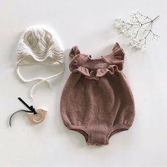 @madebystineb | Følg med i morgen | Vi gleder oss til superflinke @madebystineb gjester Snapchaten vår Nordicknitters i morgen. Stine er kjent for sine nydelige bilder av baby- og barnestrikk i delikate jordfarger. Hvis du ikke allerede følger henne, må du ta en titt innom profilen hennes. Den er fantastisk fin! Vi gleder oss! #nordicknitters #strikking #knitting #stickning #babystrikk #barnestrikk #diy #onetofollow #strikkeinspirasjon #strikkeinspo #knittinginspiration #snapchat Knitted Baby Clothes, Knitted Romper, Baby Hats Knitting, Knitting For Kids, Cute Baby Clothes, Baby & Toddler Clothing, Baby Knitting Patterns, Baby Outfits, Baby Kind