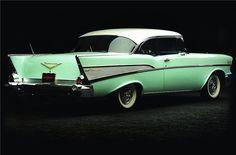 1957 CHEVROLET BEL AIR 2 DOOR HARDTOP - Rear 3/4 - 162880