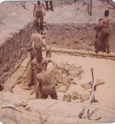 Dig a gat, then fill sandbags with the sand you have just dug out Army Day, Brothers In Arms, Defence Force, We Are Young, Military Art, Troops, Vintage Men, South Africa, African
