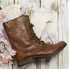 MISS TORI lace boot socks - ivory