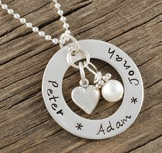 Mommy Jewelry - personalized hand stamped necklace - open circle washer - heart and pearl Personalized Jewelry, Custom Jewelry, Handmade Jewelry, Grabar Metal, Hand Gestempelt, Mommy Jewelry, Cowgirl Jewelry, Geek Jewelry, Jewelry Necklaces