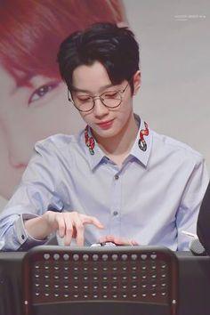 guanlin // wanna one Kdrama, Jaehwan Wanna One, Guan Lin, Lai Guanlin, Lema, Ong Seongwoo, First Love, My Love, Kim Jaehwan