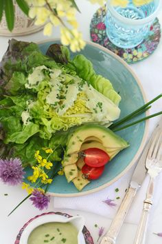 chive salad from above (1 of 1) Raw Food Recipes, Diet Recipes, Healthy Recipes, Paleo Diet Book, Clean Eating, Healthy Eating, Healthy Plate, Salad Dressing Recipes, Salad Dressings