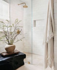 Eclectic Bathroom, Bathroom Interior Design, Dream Bathrooms, Beautiful Bathrooms, Earthy Home, Victorian Bathroom, Tadelakt, Bathroom Paint Colors, Modern Victorian
