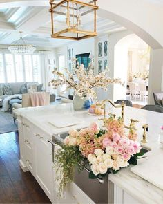 Modern Kitchen Don't you wish you could have that bouquet in your house ever day? Home Interior, Kitchen Interior, Kitchen Decor, Interior Design, Modern Interior, Kitchen Ideas, Home Decor Inspiration, My Dream Home, Home And Living
