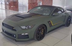 Matte green mustang >>> not a Ford fan, but this Mustang is sexy! Mustang Vert, Mustang Shelby, Roush Mustang, Mustang Cobra, Automobile, Sweet Cars, Car Painting, Amazing Cars, Range Rover