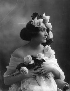 Dorma Lee, 1912. Ziegfeld Girl.