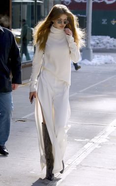 Gigi Hadid wears revealing all-white look in New York Snake Print Boots, Gigi Hadid Style, Cooler Look, Everyday Fashion, Fashion Models, Celebrity Style, Winter Fashion, Street Style, Outfits