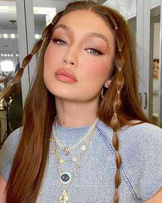 Gigi Hadid Looks, Bella Gigi Hadid, Gigi Hadid Outfits, Belle Silhouette, Aesthetic Hair, Aesthetic Style, Summer Makeup, Cute Hairstyles, Braid Hairstyles