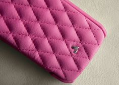 Ladies and children alike will love this elegant and classy case for their brand new Samsung Galaxy S4 which is made from the highest quality leather