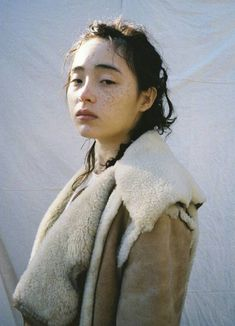 This year's hottest Japanese model モトーラ世理奈, let's take a look! - Page 17 of 37 - zzzzllee Overnight Pimple Treatment, Asian Woman, Asian Girl, Pretty People, Beautiful People, Japanese Models, Poses, Portrait Photography, Makeup Looks