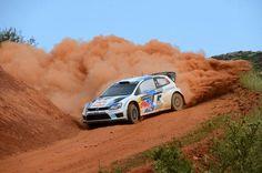 Nueva victoria para Volkswagen en el Rally de Grecia !! Jari-Matti Latvala, piloto finlandés del equipo VW, consiguió el 1er lugar en el podio al lograr el mejor tiempo de la carrera (ventaja de 1 minuto y 50 segundos).