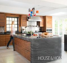 Contemporary Kitchen | Bold Marble Kitchen Island | Designer: Kim Lambert | Photographer: Alex Lukey | #kitchenisland #kitchendesign #marble