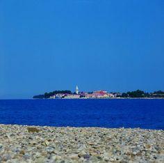 Strand in Porec, in Porec sind die meisten Strände mit Kies oder Beton, fast alle Strände sind gut ausgestattet