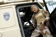 Norwegian army woman gets ready for patrol. Norwegian Army, Swedish Army, Military Women, Military Jacket, Pictures Of Soldiers, Swedish Women, Aviation Technology, Close Air Support, Hot Cops