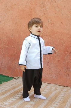 jabador pour garçon Baby Boy Fashion, Kids Fashion, Morrocan Fashion, Kids Kaftan, Kaftan Designs, Arabic Dress, Kids Suits, Cute Little Boys, Moroccan Caftan
