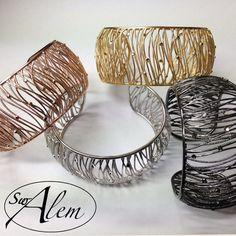 ¡Es verano! La época perfecta para lucir uno de nuestros brazaletes... #swalem #summer #joya #plata #silver #fashion #hot #moda Lighting, Hot, Home Decor, Bangles, Bangle Bracelets, Silver, Summer Time, Jewels, Decoration Home