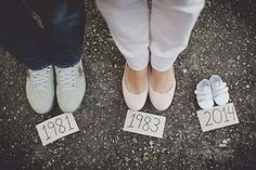Cute baby announcement photo www.fernandagiara… – Kaylee Holgreen Cute baby announcement photo www.fernandagiara… Cute baby announcement photo www. Maternity Photography Poses, Maternity Poses, Family Maternity Photos, Maternity Pictures, Cute Pregnancy Photos, Baby Bump Photos, Boudoir Photography, Cute Baby Announcements, Baby Announcement Photos
