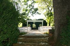 Steps leading to the ceremony.  www.innatwillowgrove.com