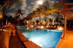O Txai Resort Itacaré está localizado na paradisíaca praia de Itacarezinho, distante 15 km da cidade de Itacaré e 48 km de Ilhéus, na costa sul do estado da Bahia, conhecida como Costa do Cacau.