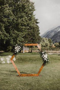 2021 Decor Trends: DIY Ideas for Rustic Wedding Arch Wedding Arch Rustic, Wedding Arch Flowers, Wedding Ceremony Backdrop, Wedding Ideas, Wedding Arches, Wedding Backdrops, Wedding Ceremonies, Wedding Details, Diy Wedding Arbor