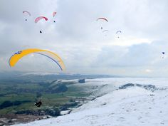 Rod Kirkpatrick. Paragliders in Derbyshire.