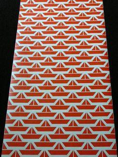 rode bootjes kinderbehang, dit kan ik ook op textiel doen met de (zelfgemaakte) stempel