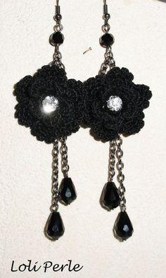 Boucles d'oreilles fleurs noires au crochet avec gouttes en cristal