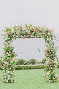 Wedding Ceremony Flowers, Wedding Ceremony Decorations, Ceremony Backdrop, Wedding Ceremonies, Wedding Bouquets, Shabby Chic Wedding Decor, Decor Wedding, Guatemala Wedding, Backdrop Decorations