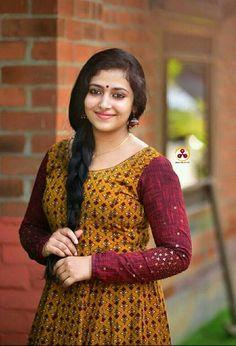Indian Actress Photos, South Indian Actress, Indian Actresses, Beauty Full Girl, Beauty Women, Real Beauty, Beautiful Girl Wallpaper, Saree Photoshoot, Bun Hairstyles For Long Hair