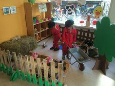 Boerderij hoek Kindergarten Classroom, Kindergarten Activities, Preschool, Diy For Kids, Crafts For Kids, Farm Unit, Farm Activities, Pet Day, Cute Pigs