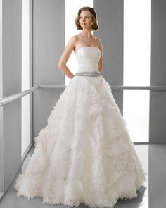 181 FUTURO / Wedding Dresses / 2013 Collection / Alma Novia