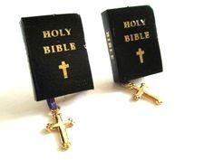 Ohrstecker - Die Bibel. - ein Designerstück von DejaVu- bei DaWanda
