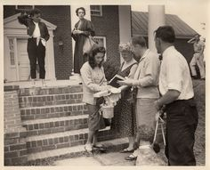 Elizabeth Taylor Giant photo | Elizabeth Taylor signs autographs during a break in the filming of the ...