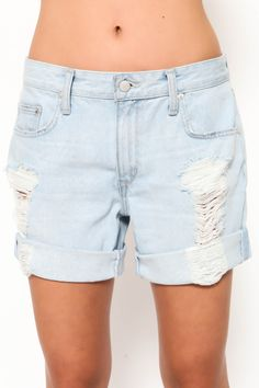 Distressed baggy boyfriend short. Front button and zipper closures. Five pockets. *For a looser fit as seen on model, we suggest going up a size. Style #: DMB0077-2 Material: Cotton Color: Laurel Mode