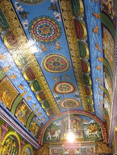 Ceiling of the Thousand Pillar Hall in the Madurai Meenakshi Amman Temple in Tamil Nadu, India. This photo from: ugotravel.wordpress.com