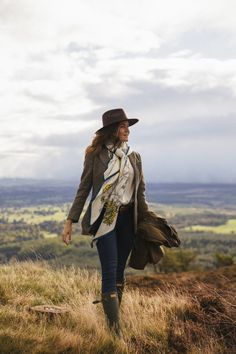 Ein Tropfen Scotch Sunshine - Tweed country living - Best Of Women Outfits English Country Fashion, British Country Style, Mode Country, Country Wear, Trekking Outfit, Countryside Fashion, Country Style Outfits, Country Style Fashion, British Style Outfits